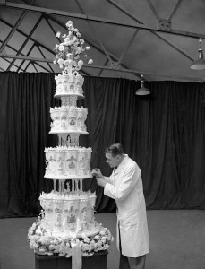 File photo dated 14/11/47 of the Queen's four tier, nine-foot-tall wedding cake, as a 68-year-old slice has sold for £500 at auction at Gorringes in Lewes, East Sussex, after being put up for sale by a woman from Hove, whose father attended the royal wedding. ... Queen's wedding cake sale ... 02-09-2015 ... London ... UK ... Photo credit should read: PA/PA Wire. Unique Reference No. 23974055 ... Issue date: Wednesday September 2, 2015. The fruit cake, still wrapped in its original baking parchment, was one of the portions given to guests following the marriage of Princess Elizabeth and the Duke of Edinburgh in 1947. See PA story ROYAL Cake. Photo credit should read: PA/PA Wire | BRPAPhotos20150902_096 Londres London
